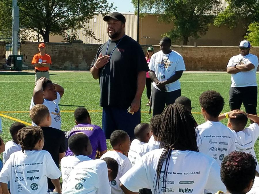 Gilbert Brown speaks to kids