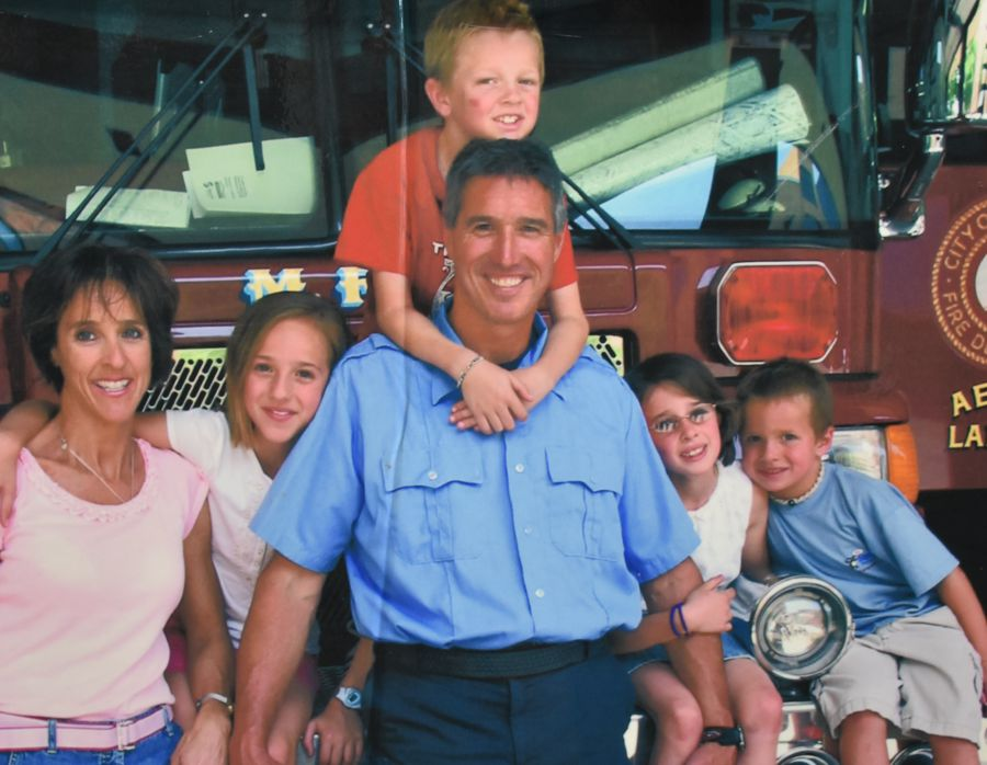 Lt. Tim Binger and his family (2006)