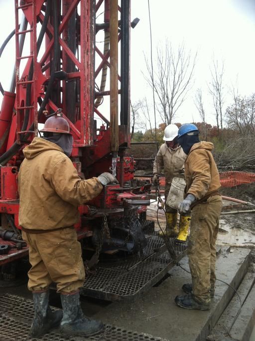 Crew drills 915-foot hole for new well